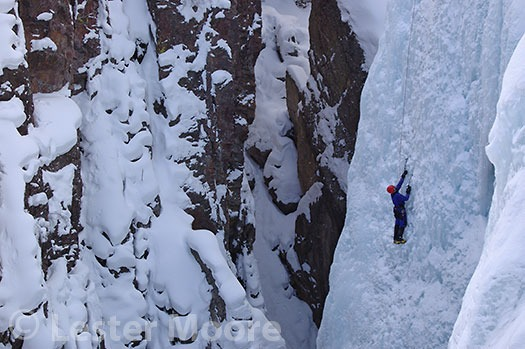 D-01622-les-moore-climbing-ouray-ice-park