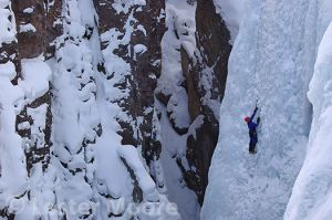 D-01622-les-moore-climbing-ouray-ice-park.jpg